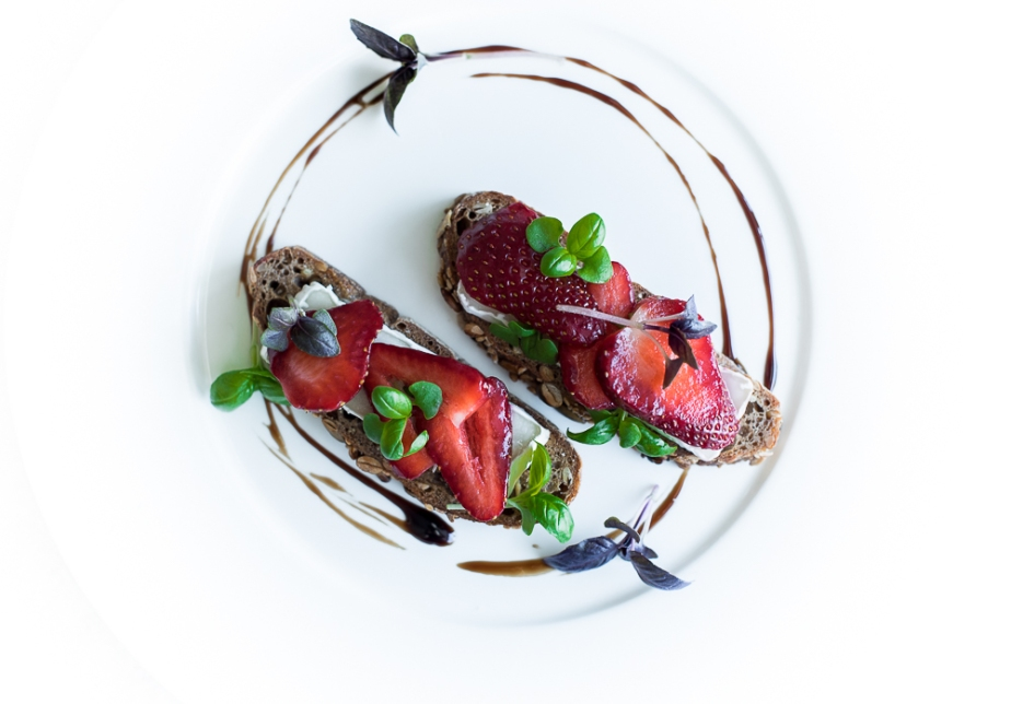 Strawberry and goat briebruschetta