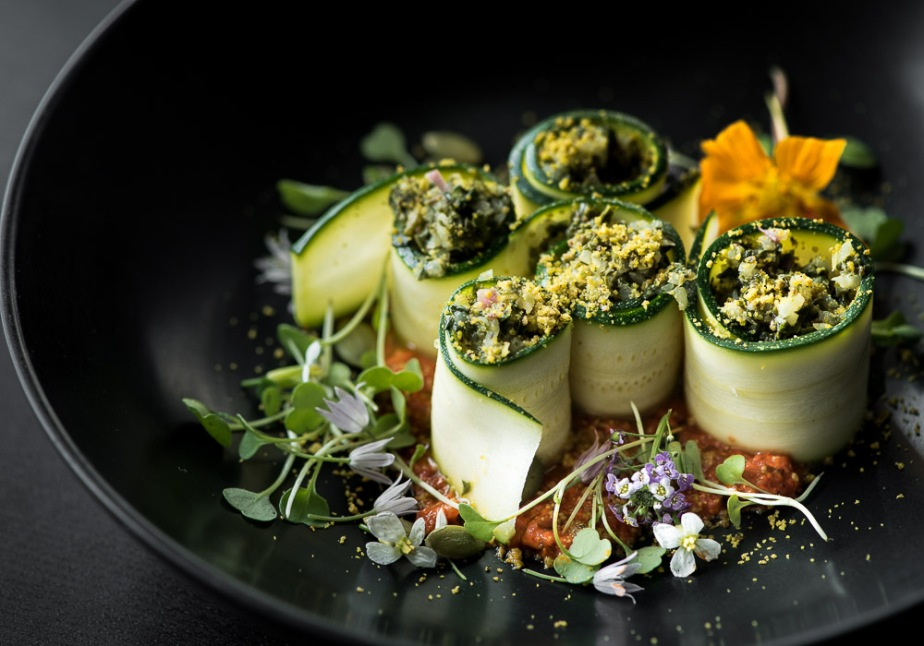 "Zucchini ""cannelloni"" with kohlrabi filling and red pepper sauce"